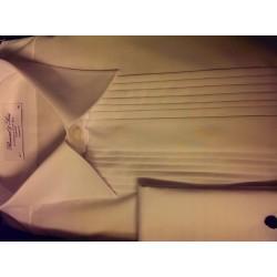 Smokingskjorte med kentkrave og plissé fra Bosweel